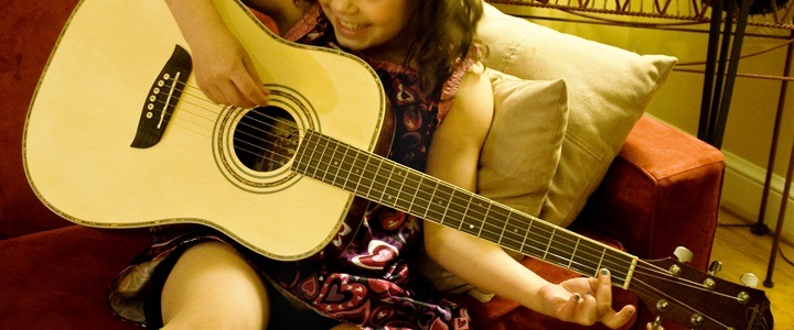 What size guitar should I choose for my child?